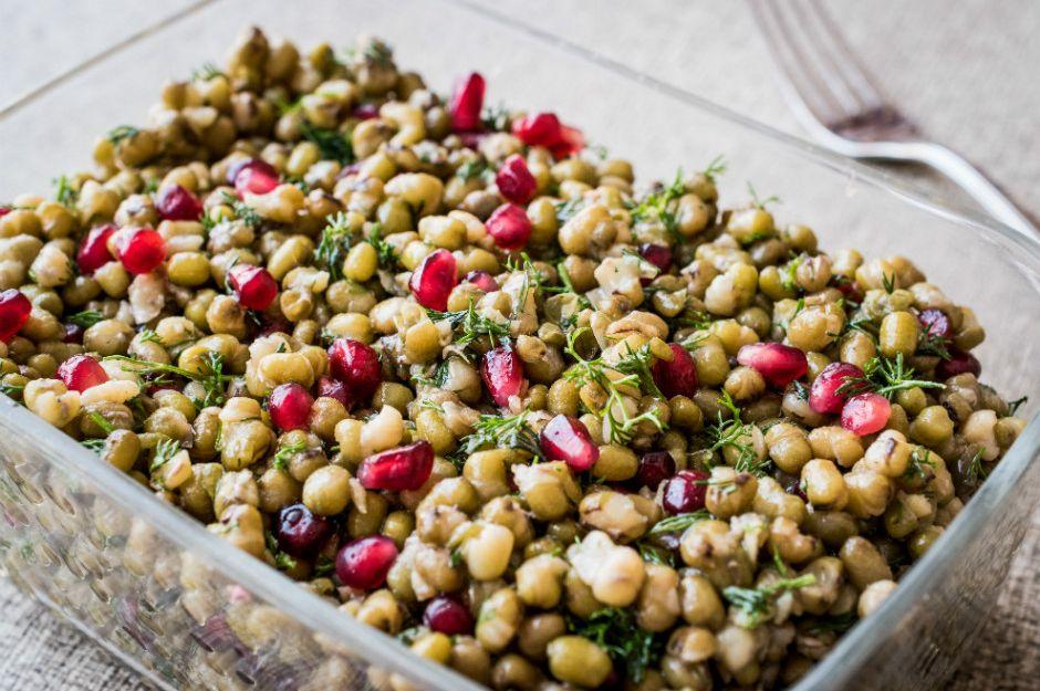 http://yemek.com/tarif/mas-fasulyesi-salatasi/ | Maş Fasulyesi Salatası Tarifi