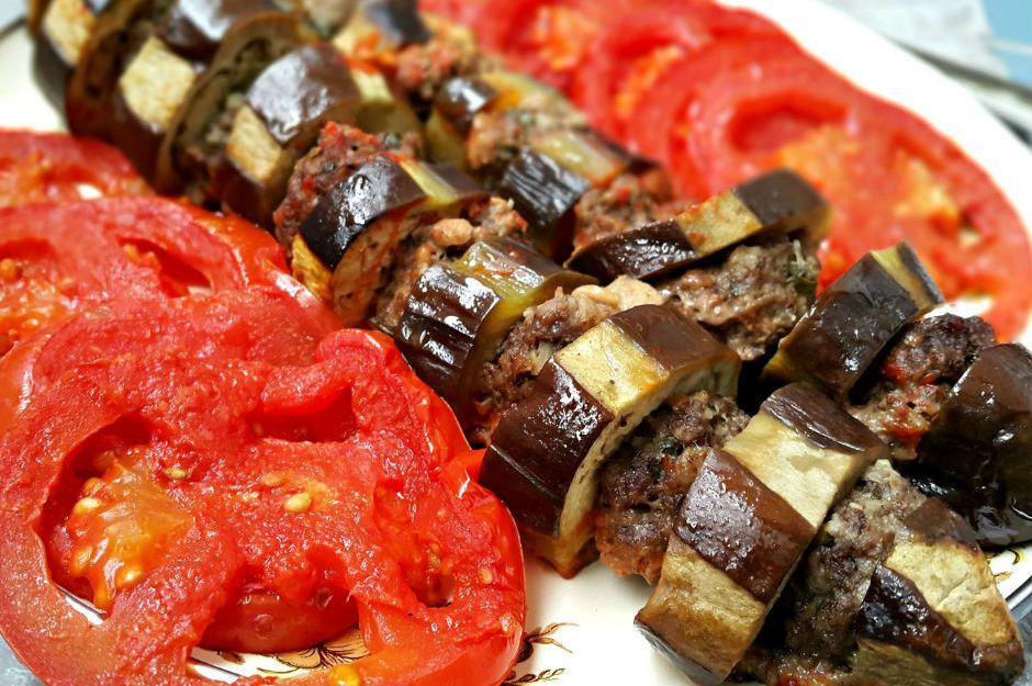 https://yemek.com/tarif/kofteli-patlican-kebap/ | Köfteli Patlıcan Kebabı Tarifi