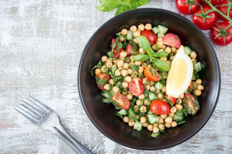 https://yemek.com/tarif/nar-eksili-nohut-salatasi/ | Nar Ekşili Nohut Salatası Tarifi