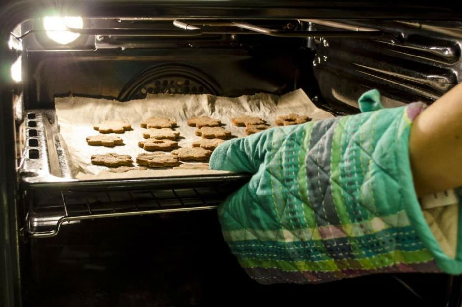 http://www.wisegeek.com/what-is-the-difference-between-a-gas-oven-and-an-electric-oven.htm  |wisegeek.com