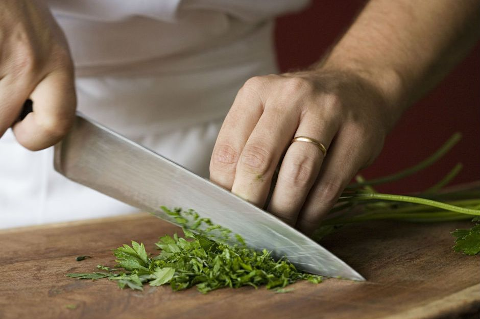 https://www.thespruce.com/how-to-use-a-chefs-knife-995812 |thespruce.com