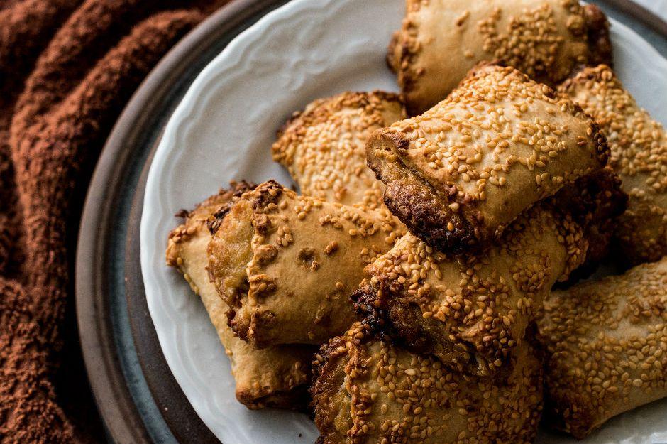 https://yemek.com/tarif/tahinli-susamli-kurabiye/ | Tahinli Susamlı Kurabiye Tarifi