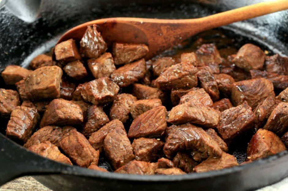 http://everydaydishes.com/wp-content/uploads/2014/12/skillet-steak-bites-everydaydishesdiy-H.jpg |everydaydishes.com