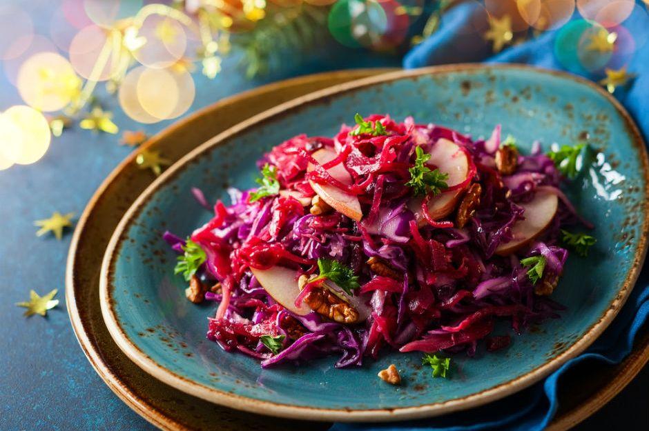 https://yemek.com/tarif/tursu-tadinda-mor-lahana-salatasi/ | Turşu Tadında Mor Lahana Salatası Tarifi