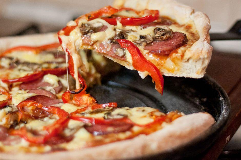 https://yemek.com/tarif/karisik-pizza-yapimi/ | Karışık Pizza Yapımı Tarifi