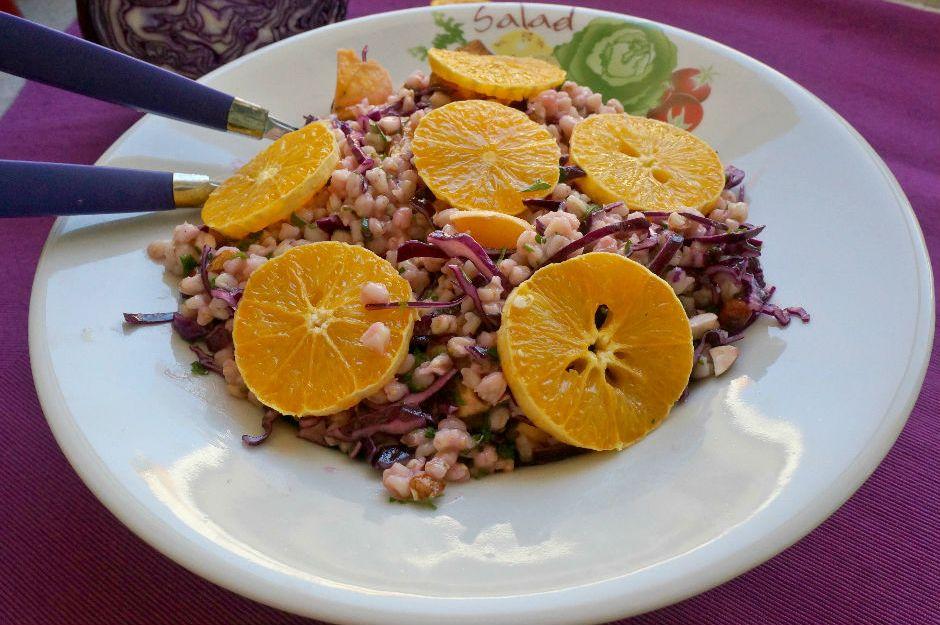https://yemek.com/tarif/portakalli-bugday-salatasi/ | Portakallı Buğday Salatası Tarifi
