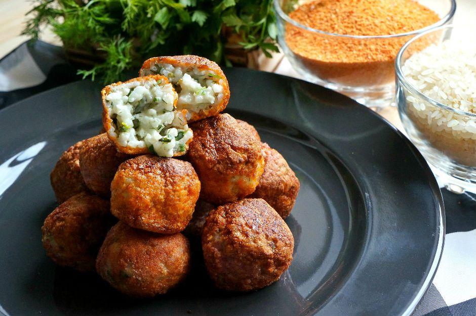 https://yemek.com/tarif/tarhanali-pirinc-koftesi/ | Tarhanalı Pirinç Köftesi Tarifi