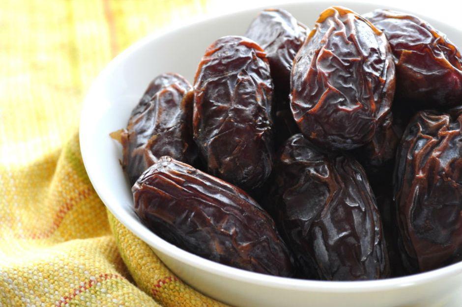 http://bitesmind.com/medjool-date-cake/ |bitesmind.com