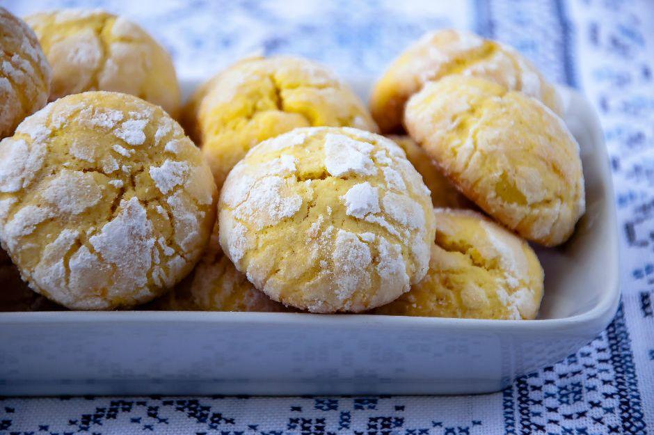 https://yemek.com/tarif/limonlu-kolay-kurabiye/ | Limonlu Kolay Kurabiye Tarifi