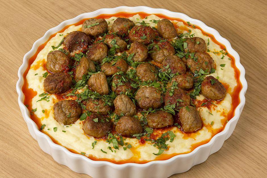 https://yemek.com/tarif/misket-kofteli-patates-pacasi/ | Misket Köfteli Patates Paçası Tarifi
