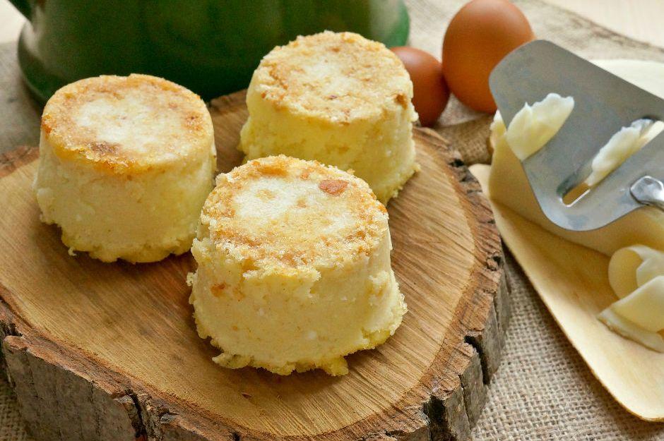 https://yemek.com/tarif/peynirli-irmikli-puf/ | Peynirli İrmikli Puf Tarifi