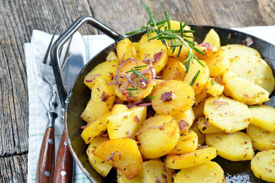 https://yemek.com/tarif/soganli-patates-kavurmasi/ | Soğanlı Patates Kavurması Tarifi