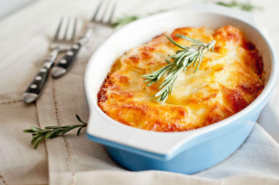 https://yemek.com/tarif/besamel-soslu-patates/ | Beşamel Soslu Patates Tarifi