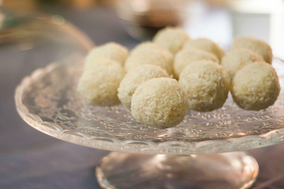 https://yemek.com/tarif/limonlu-irmik-lokumlari/ | Limonlu İrmik Lokumları Tarifi