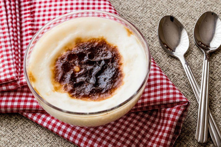 https://yemek.com/tarif/pastane-usulu-firin-sutlac/ | Pastane Usulü Fırın Sütlaç Tarifi