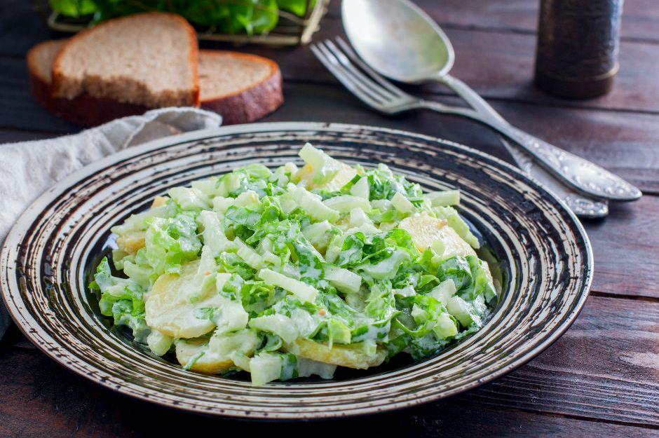 https://yemek.com/tarif/patatesli-kereviz-salatasi/ | Patatesli Kereviz Salatası Tarifi