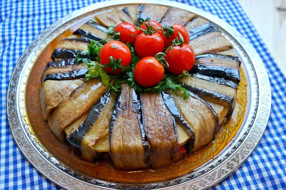 https://yemek.com/tarif/patlican-kapama/ | Patlıcan Kapama Tarifi