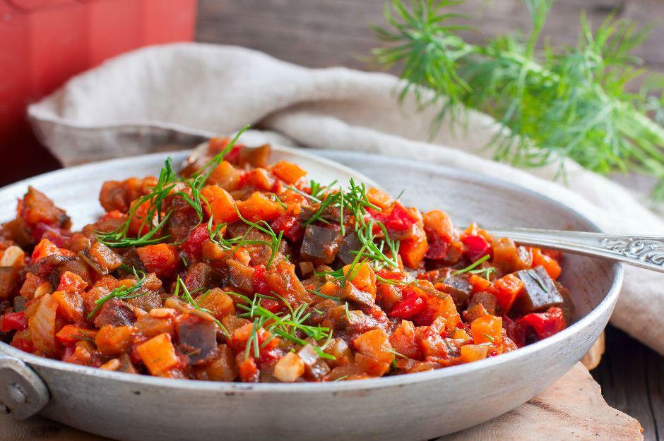 https://yemek.com/tarif/zeytinyagli-patlican-yemegi/ | Zeytinyağlı Patlıcan Yemeği Tarifi