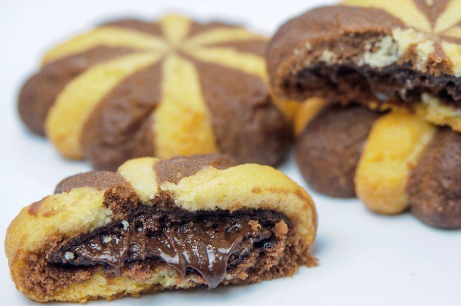 https://yemek.com/tarif/akiskan-cikolatali-kurabiye/ | Akışkan Çikolatalı Kurabiye Tarifi