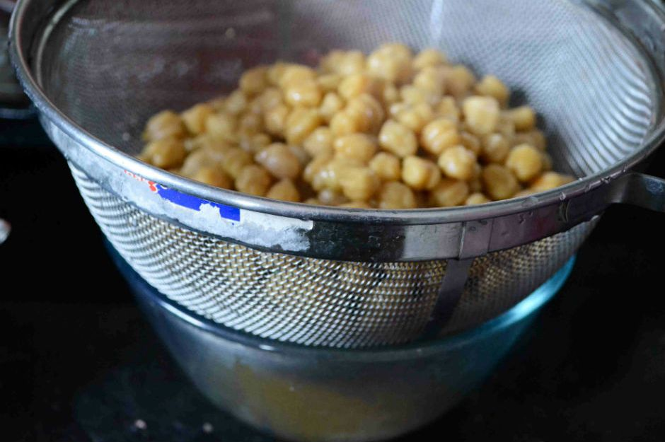 https://gayathriscookspot.com/2015/07/homemade-aquafaba-chickpea-brine-the-best-egg-white-substitute/ | gayathriscookspot