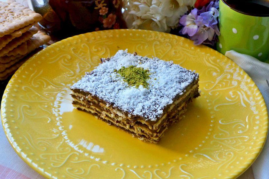 https://yemek.com/tarif/petiborlu-biskuvili-pasta/ | Petibörlü Bisküvili Pasta Tarifi