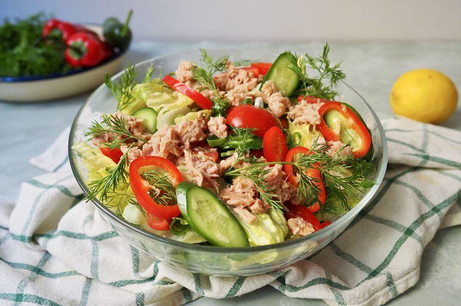 https://yemek.com/tarif/ton-balikli-salata/ | Ton Balıklı Salata Tarifi
