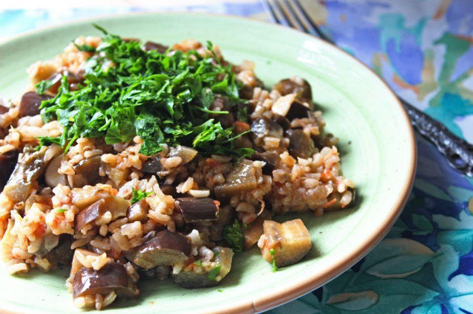 https://yemek.com/tarif/patlicanli-cive/ | Patlıcanlı Cive Tarifi