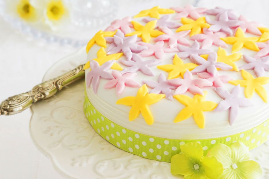 https://blog.hobbycraft.co.uk/decorate-flower-cake/ |blog.hobbycraft.co.uk