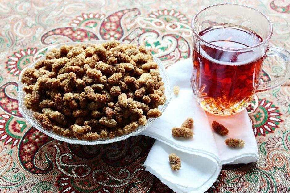 https://turmericsaffron.blogspot.com/2011/01/toot-mulberry-persian-style-marzipan.html | turmericsaffron