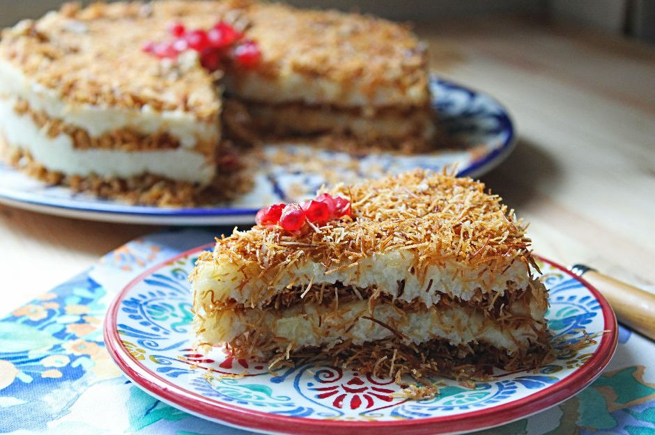 https://yemek.com/tarif/kadayifli-irmik-pastasi/ | Kadayıflı İrmik Pastası Tarifi
