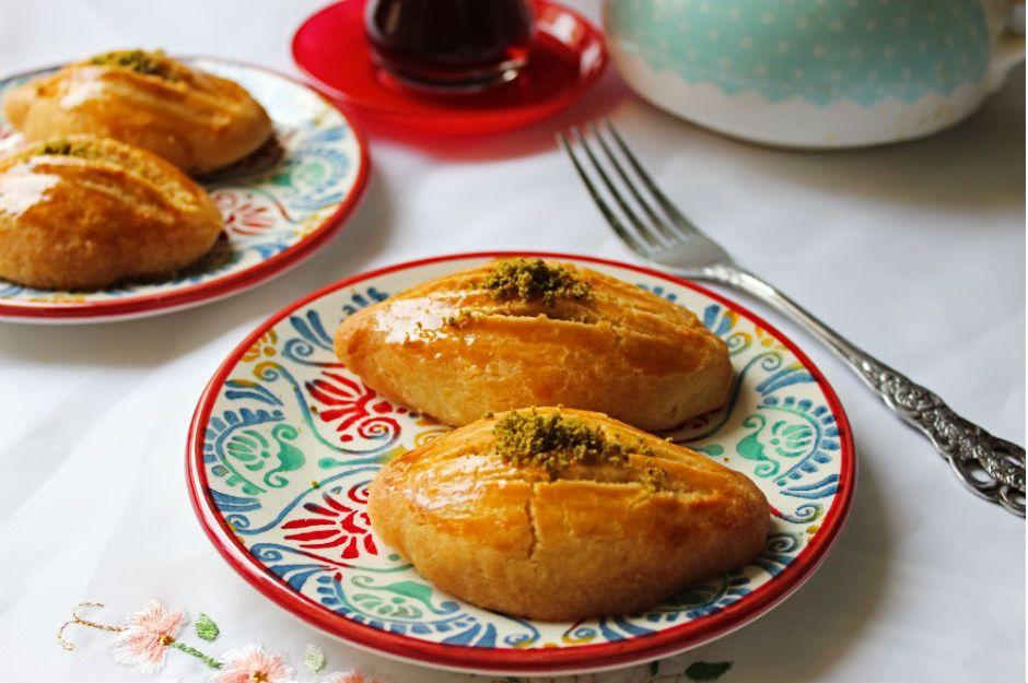 https://yemek.com/tarif/pastane-sekerparesi/ | Pastane Şekerparesi Tarifi