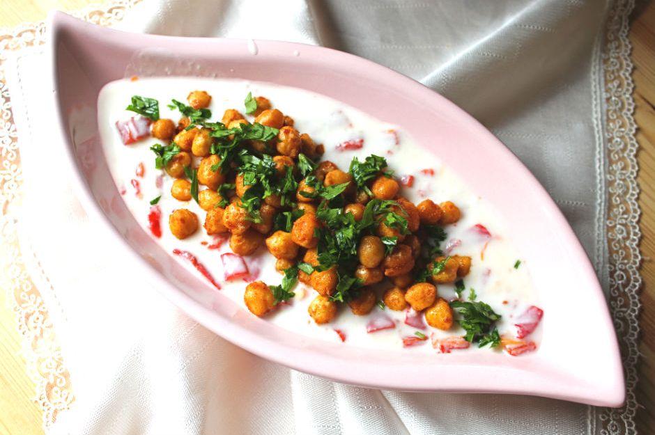 https://yemek.com/tarif/yogurtlu-nohut-salatasi/ | Yoğurtlu Nohut Salatası Tarifi