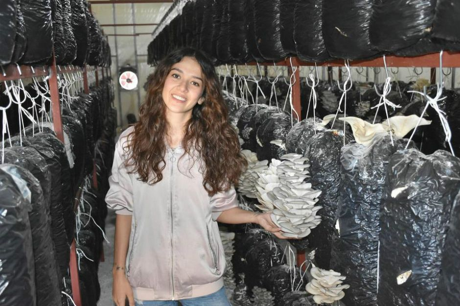 https://www.cnnturk.com/magazin/mankenligi-birakti-ciftci-oldu?page=12 | cnnturk