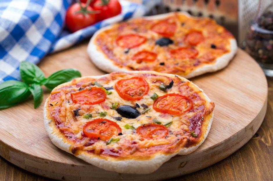https://yemek.com/tarif/bazlamadan-pizza/ | Bazlamadan Pizza Tarifi