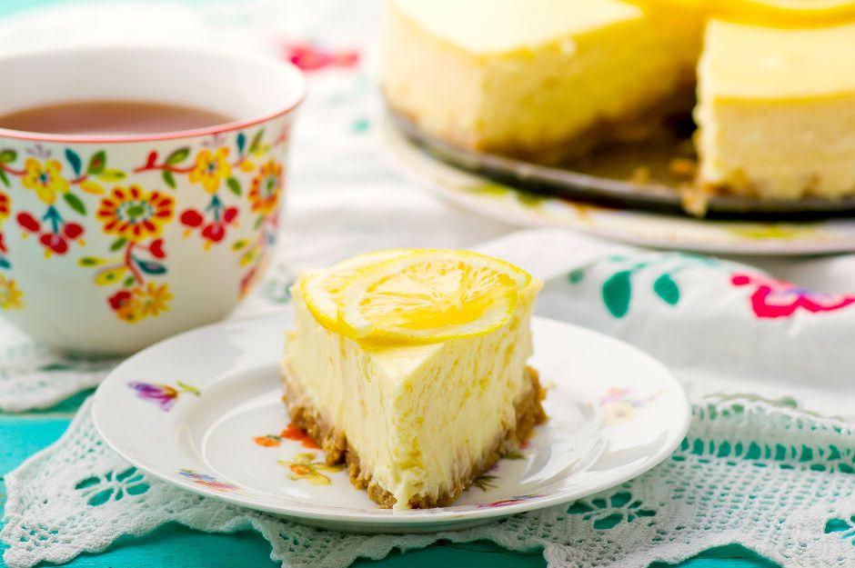 https://yemek.com/tarif/yalanci-cheesecake/ | Yalancı Cheesecake Tarifi