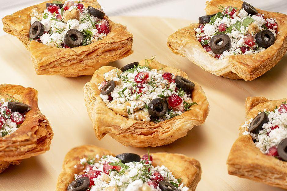 https://yemek.com/tarif/citir-milfoy-canaginda-lor-salatasi/ | Çıtır Milföy Çanağında Lor Salatası Tarifi