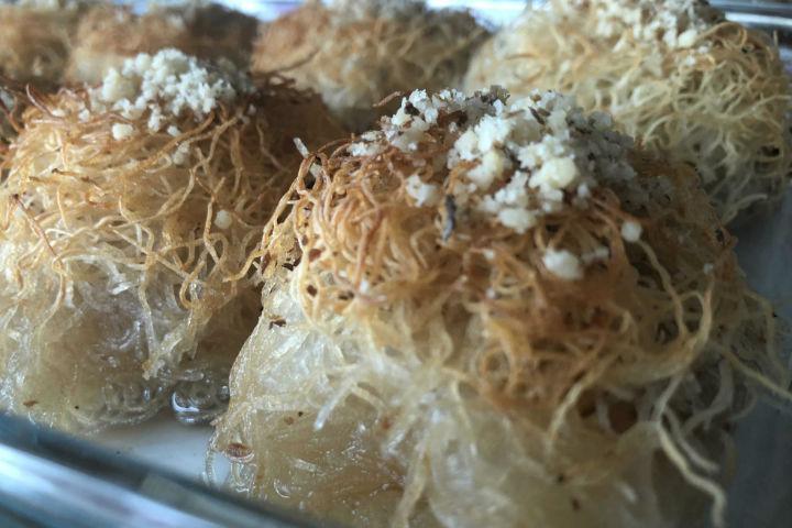 https://yemek.com/tarif/kadayifli-fincan-tatlisi/ | Kadayıflı Fincan Tatlısı Tarifi