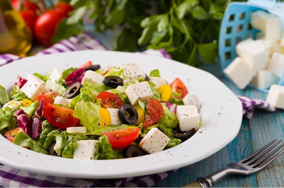 https://yemek.com/tarif/akdeniz-salatasi/ | Akdeniz Salatası Tarifi