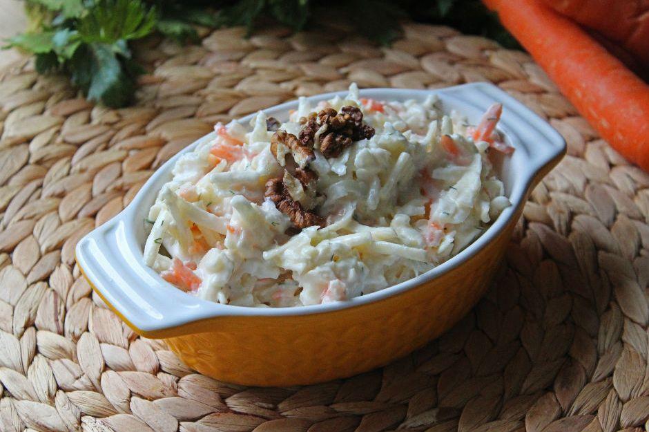https://yemek.com/tarif/havuclu-kereviz-salatasi/ | Havuçlu Kereviz Salatası Tarifi
