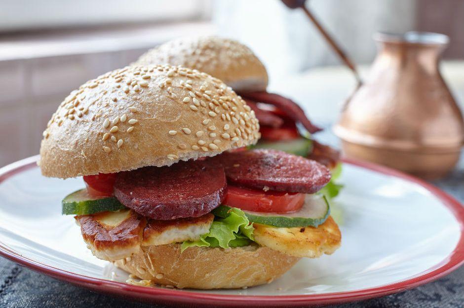 Hellimli Sucuk Burger Tarifi