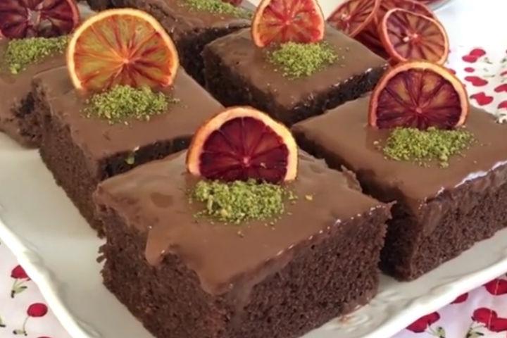 https://yemek.com/tarif/cikolatali-browni-tadinda-kek/ | Çikolatalı Browni Tadında Kek Tarifi