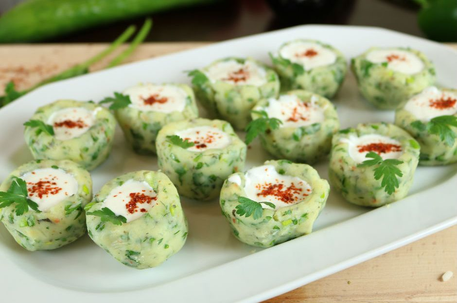 https://yemek.com/tarif/yogurtlu-patates-canaklari/ | Patates Çanakları Tarifi