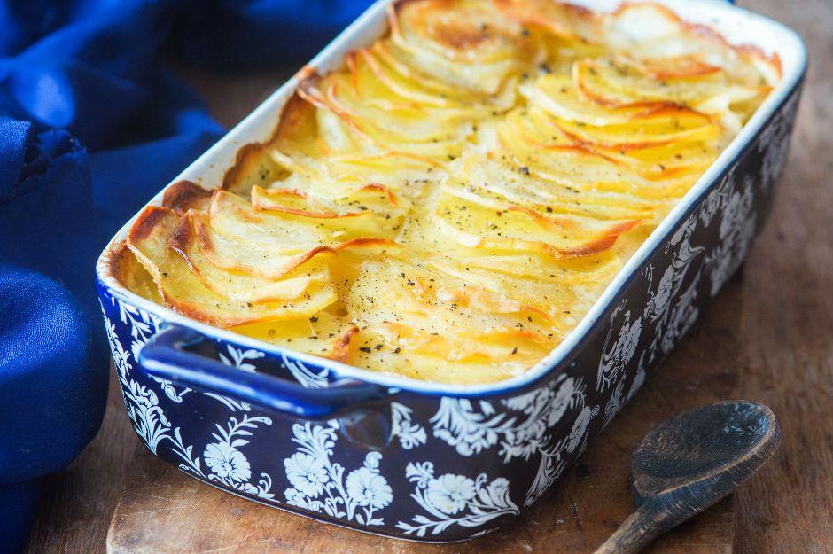 https://yemek.com/tarif/firinda-kasarli-patates/ | Fırında Kaşarlı Patates Tarifi
