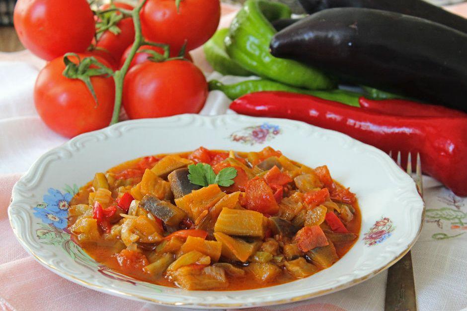 https://yemek.com/tarif/patlican-yemegi/  | Patlıcan Yemeği Tarifi