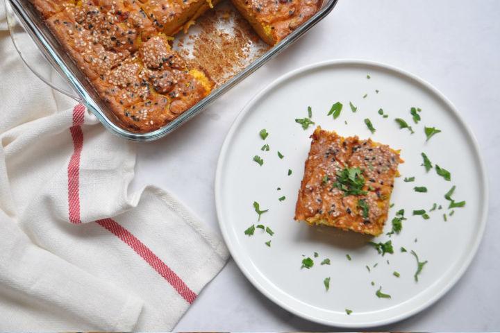 https://yemek.com/tarif/pirasali-peynirli-fit-kek/ | Pırasalı Peynirli Fit Kek Tarifi