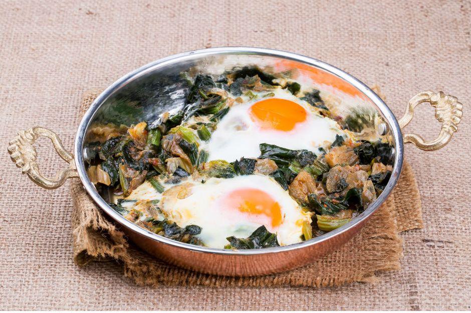 https://yemek.com/tarif/sahanda-ispanakli-yumurta/ | Sahanda Ispanaklı Yumurta Tarifi