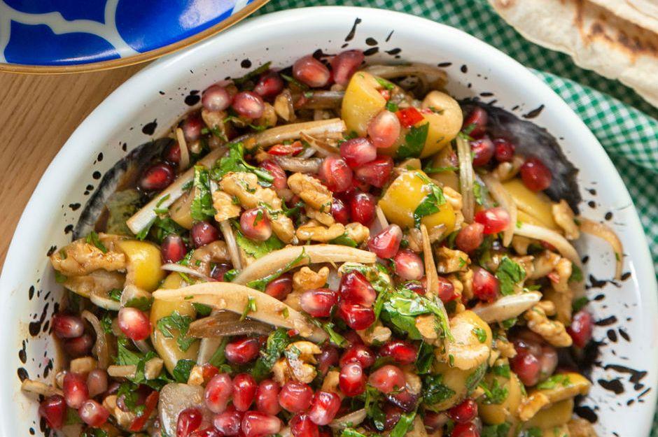 https://yemek.com/tarif/zeytin-salatasi/ | Zeytin Salatası Tarifi