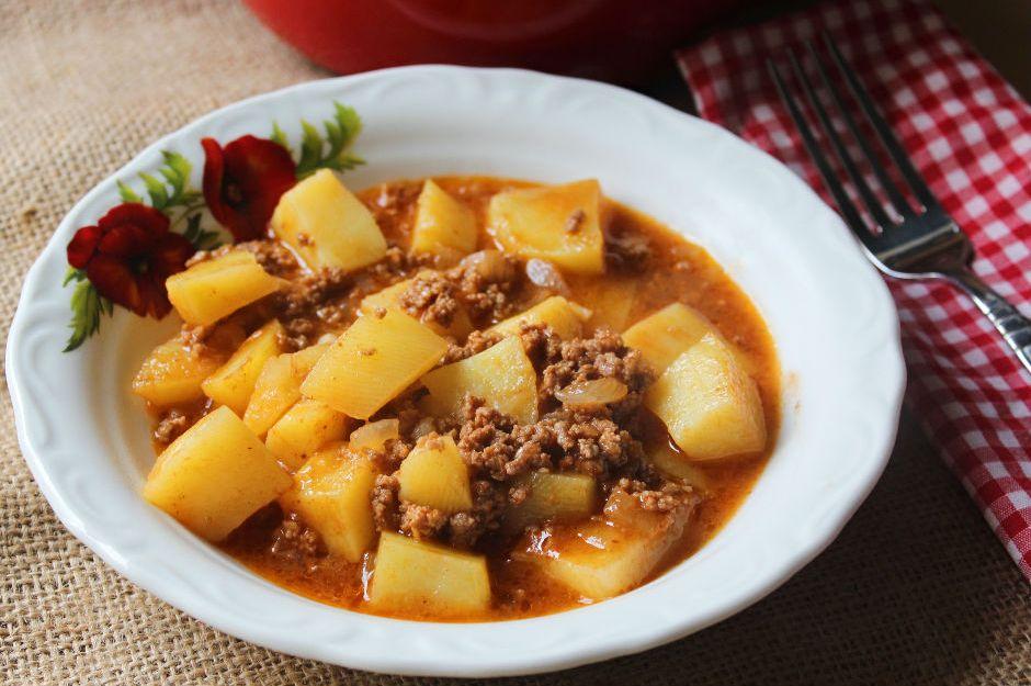 https://yemek.com/tarif/kiymali-patates-yemegi/ | Kıymalı Patates Yemeği Tarifi