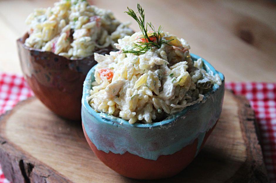https://yemek.com/tarif/yogurtlu-arpa-sehriye-salatasi/ | Yoğurtlu Arpa Şehriye Salatası Tarifi