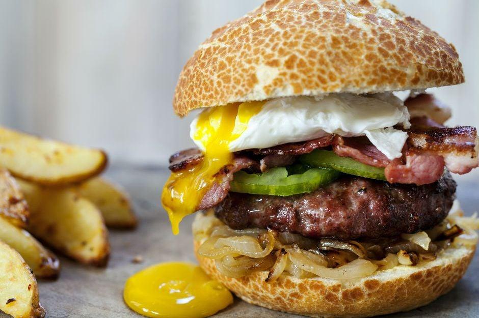 Dana Baconlu Poşe Yumurtalı Burger